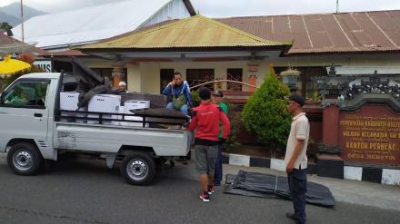 Distribusi Logistik Pilkel  di Desa Bebetin