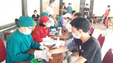 Desa Bebetin Sudah Melaksanakan Kegiatan Vaksinasi Massal. Yuk Yang Lain Nyusul !